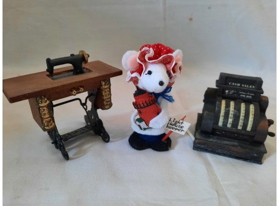Putney's Stuffatorium  | Auction Ninja